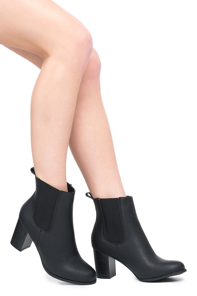 FAUX LEATHER CHELSEA BOOTIE