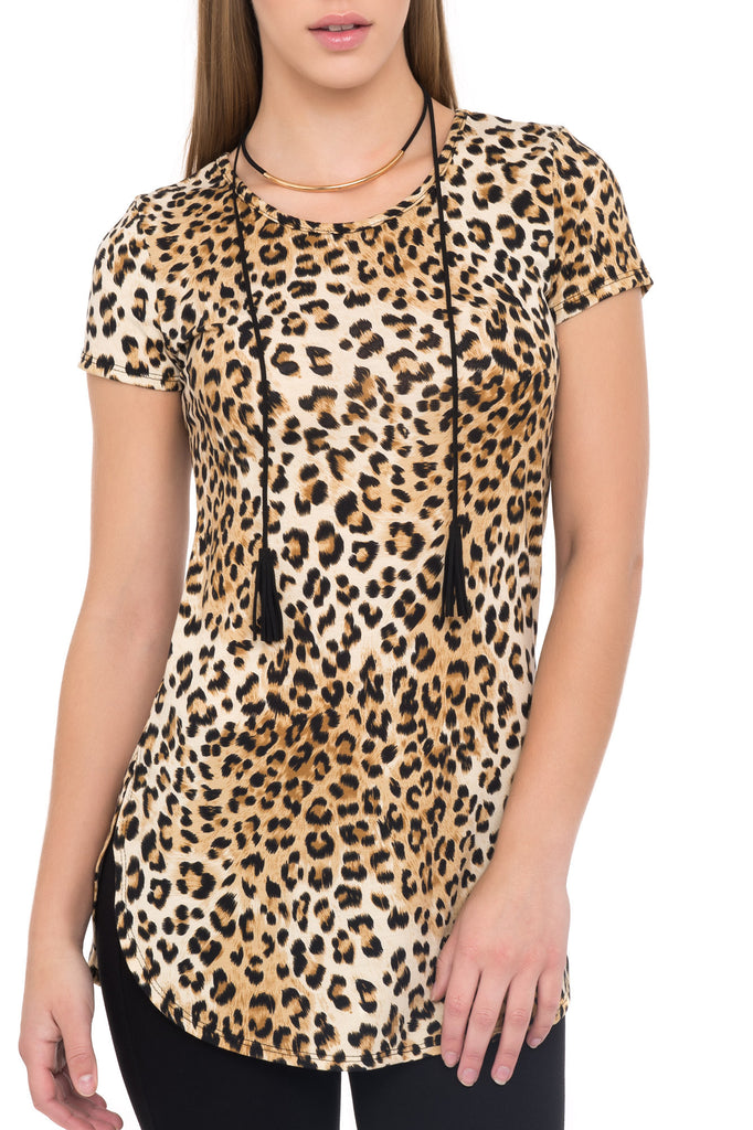 SHORT SLEEVE ANIMAL PRINT TOP WITH GOLD NECKLACE