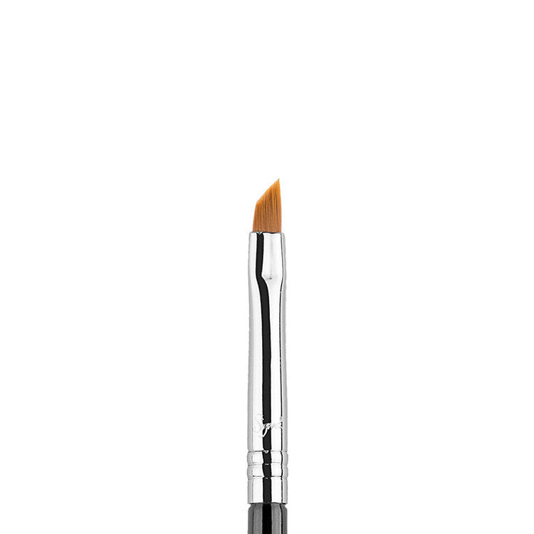 Tools & Brushes - E06 - Winged Liner Brush