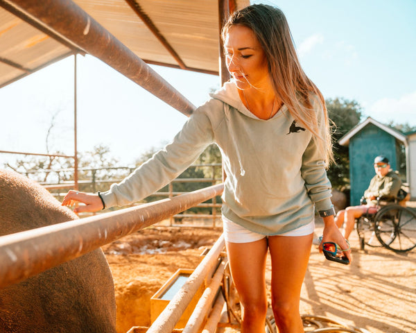 WOMEN'S SOFT SAND PULLOVER // 2 COLORS