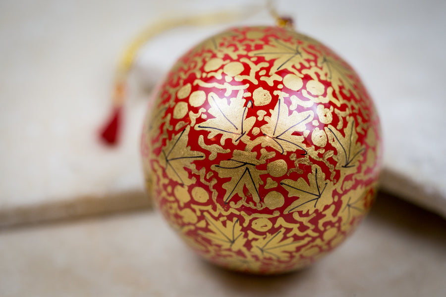 Decorative ornament red gold