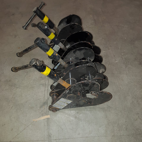 Lot 362: 4x beam clamp CM 1 Ton black - Mega Stage