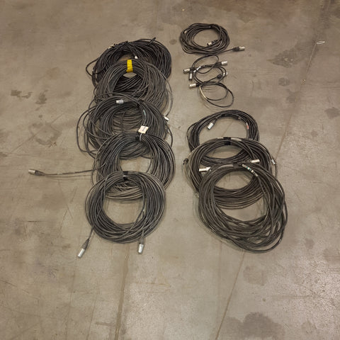 Lot 366: 5x CAT 5 100 ft 2x 50 and 4 small with neutrick connector - Mega Stage