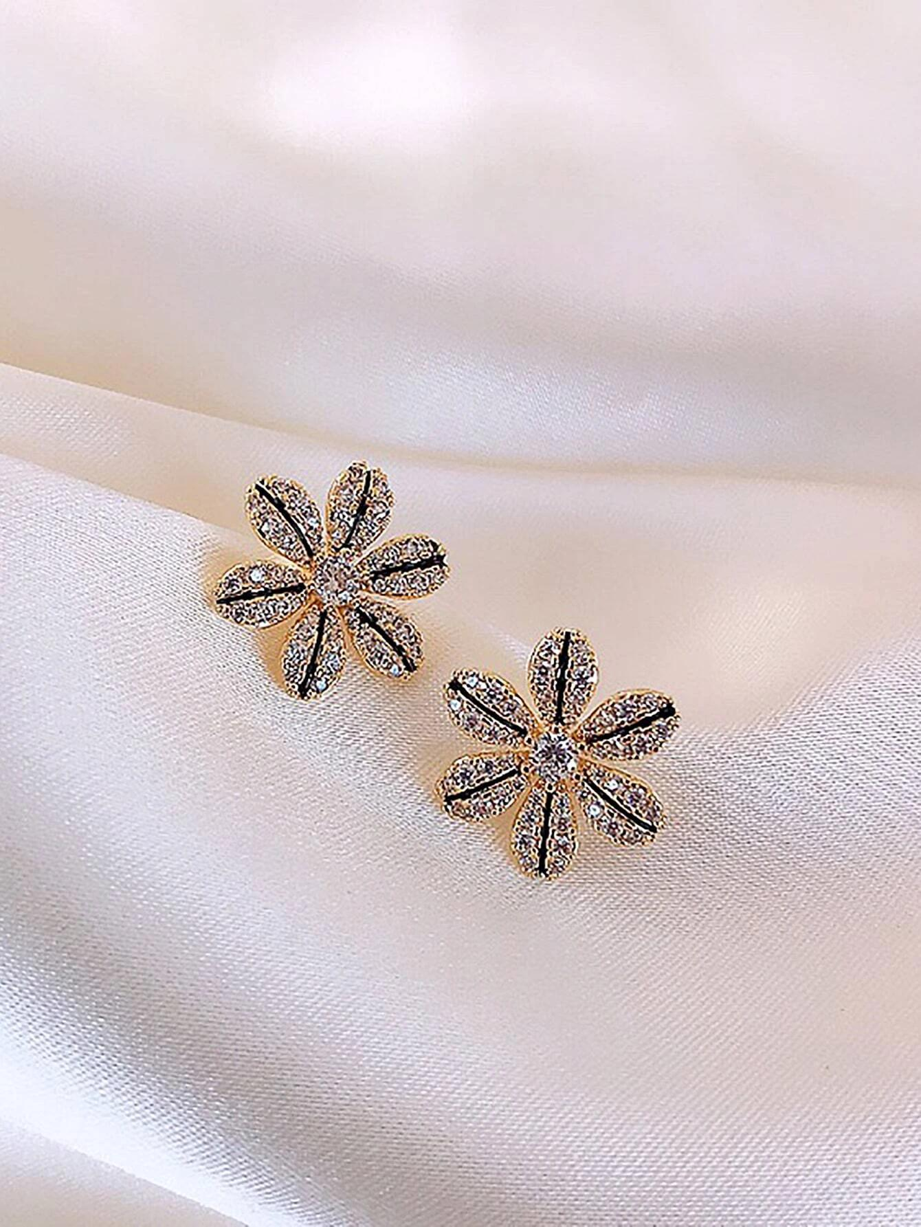 Rhinestone Flower Design Stud Earrings