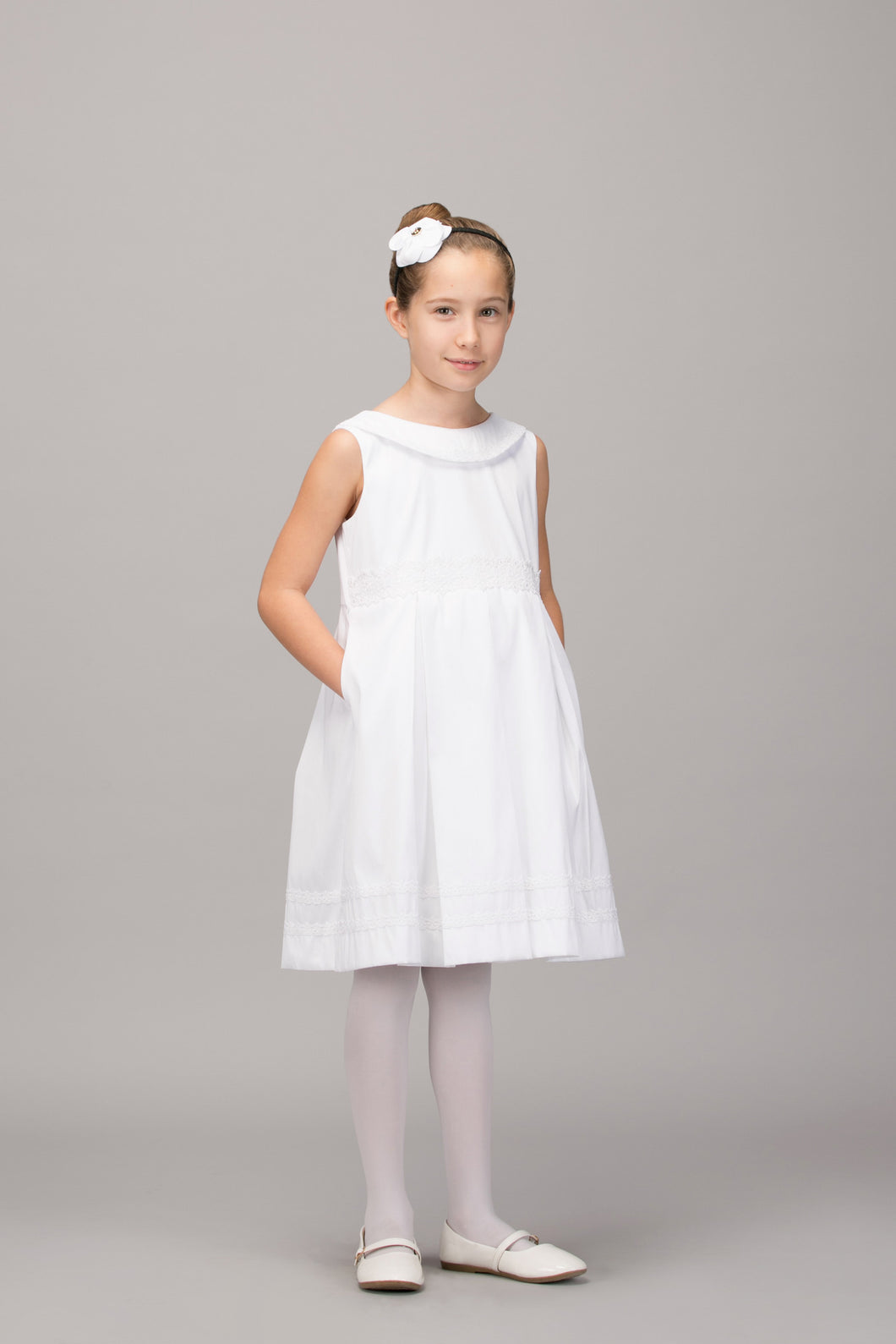 WHITE PLEATED DRESS WITH WRAP AROUND LACED COLLAR - SLEEVELESS
