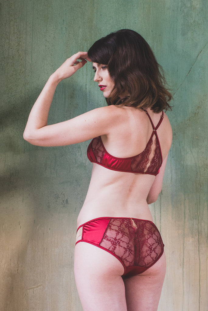 organic ethical lingerie bra set brief panty knicker bridal sexy erotic everyday red ruby burgundy satin lace, soutien-gorge, reggiseno, culotte, mutandine, dentelle, pizzo, rouge, rosso