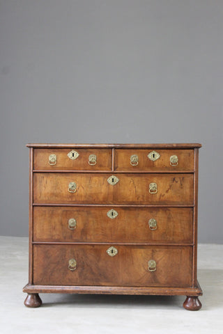 Early 18th Century Walnut Chest of Drawers
