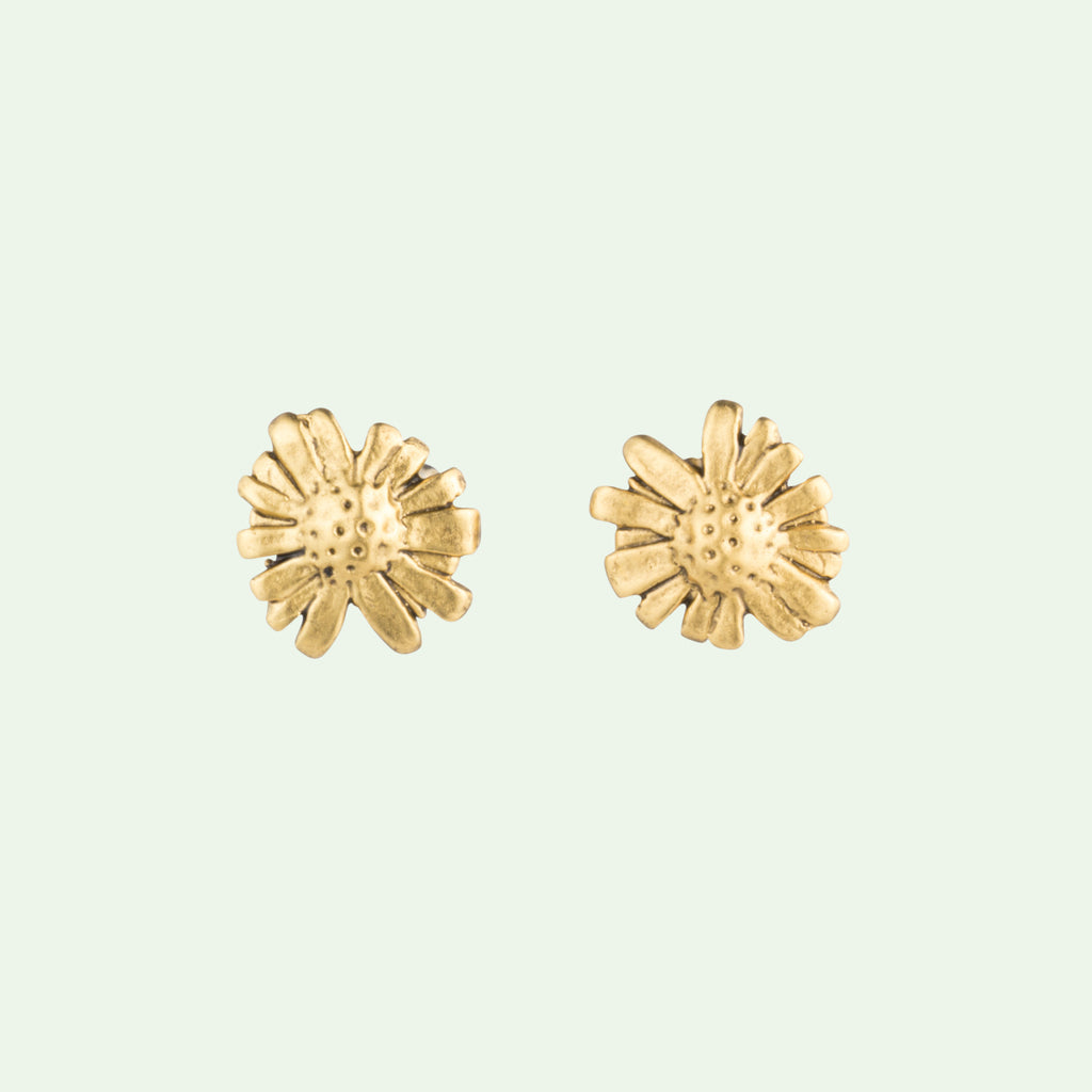 Battery Bowman Root Stud Earrings