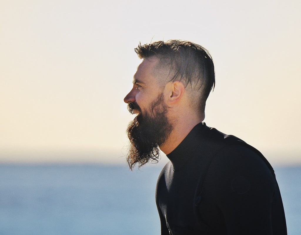 BEARDS-ARE-HOT-AND-UNCOMFORTABLE-IN-HIGH-HEAT-image-by-kingsmenbeardclub.com