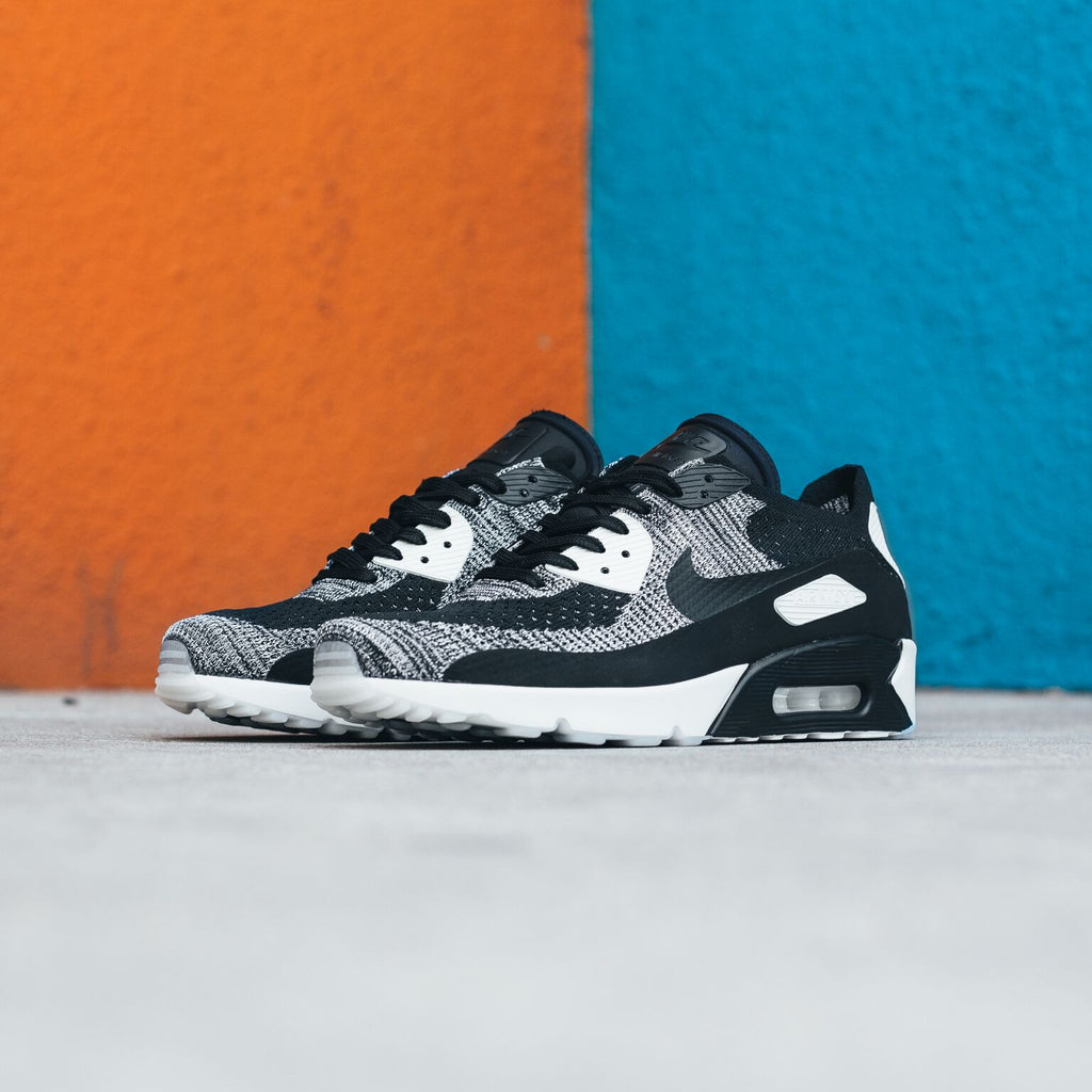 "Flyknit Air Max 90  ""Oreo"" / Available Now"