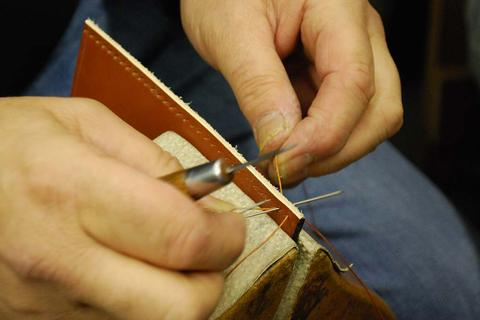 BRIDLE LEATHER - hand stitching