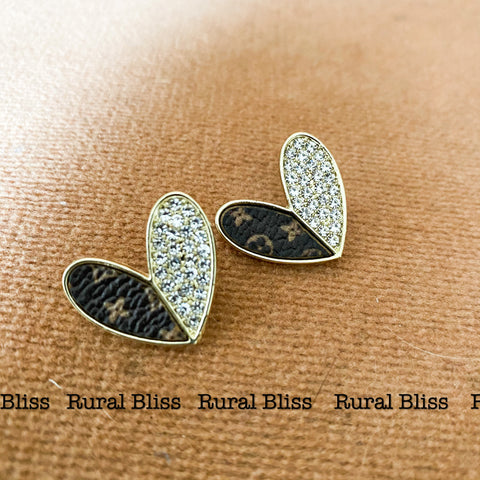 WHITE AND GOLD ACCENT HEART EARRINGS