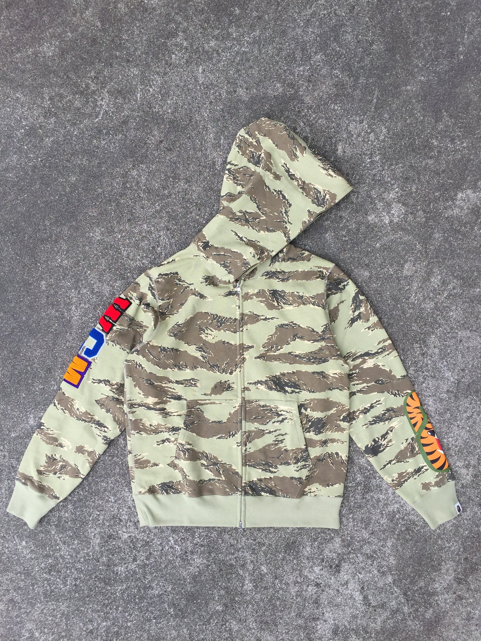 TIGER CAMO EMBROIDERY SHARK FULL ZIP HOODIE (BEIGE)