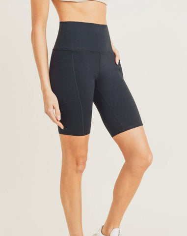 TAPERED HIGHWAIST ESSENTIAL BERMUDA LEGGING