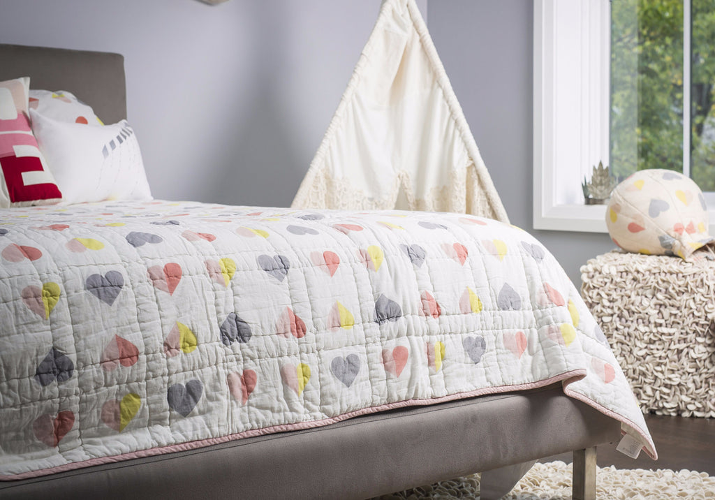 Hearts & Bows Twin Quilt