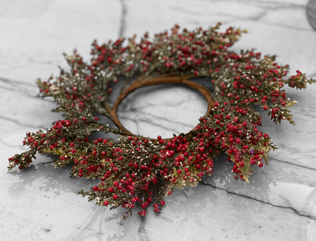 Frosted Berry Faux Wreath, 12 inch