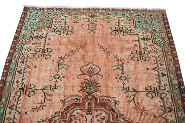 Turkish Rug 4.6 x 8 ft