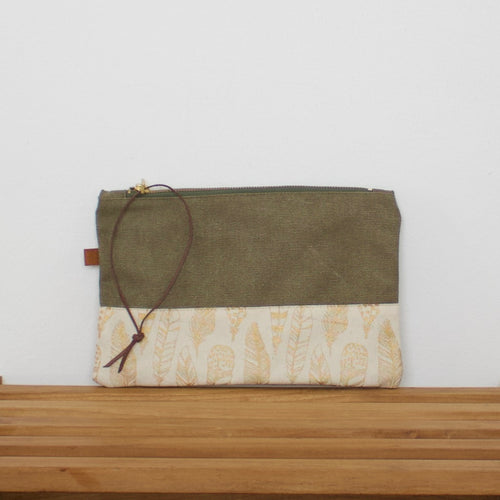 Pouch - Army / Feathers