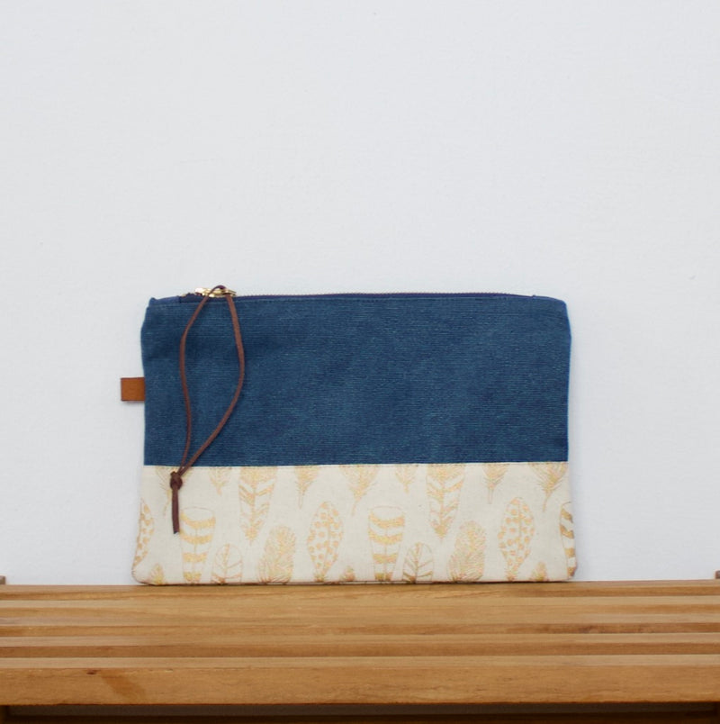 Pouch - Blue / Feathers