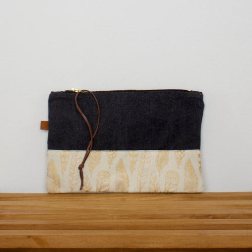 Pouch - Dark grey / Feathers
