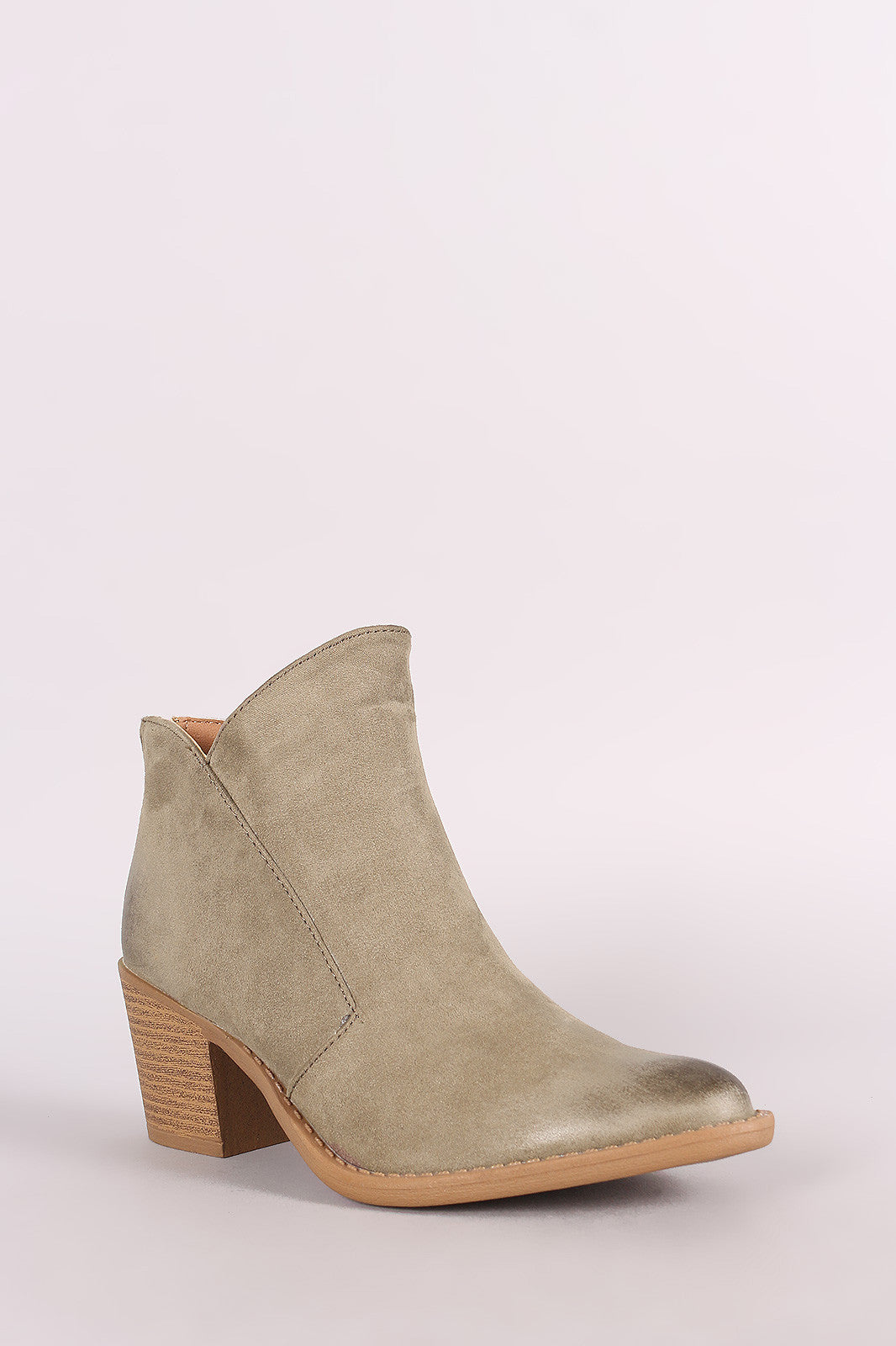 9371b963045 Qupid Oil Finished Almond Toe Chunky Heeled Western Cowgirl Booties