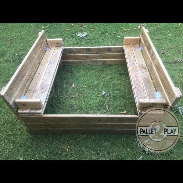 Sandpit with Bench Seats and Protective Lid