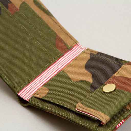 Roy P + Wallet in WOODLAND CAMOHERSCHEL SUPPLY CO. - CACTWS