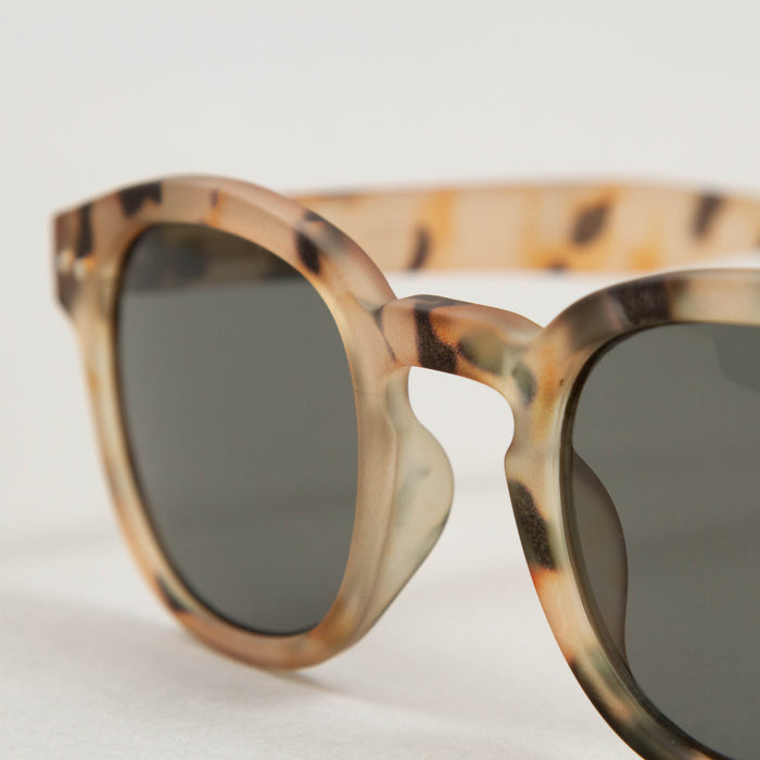 #C The Retro Sunglasses in LIGHT TORTOISEIZIPIZI - CACTWS