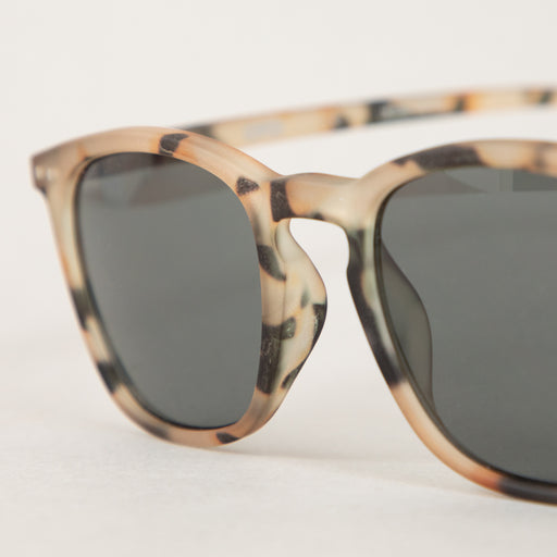 #E The Trapeze Sunglasses in LIGHT TORTOISEIZIPIZI - CACTWS