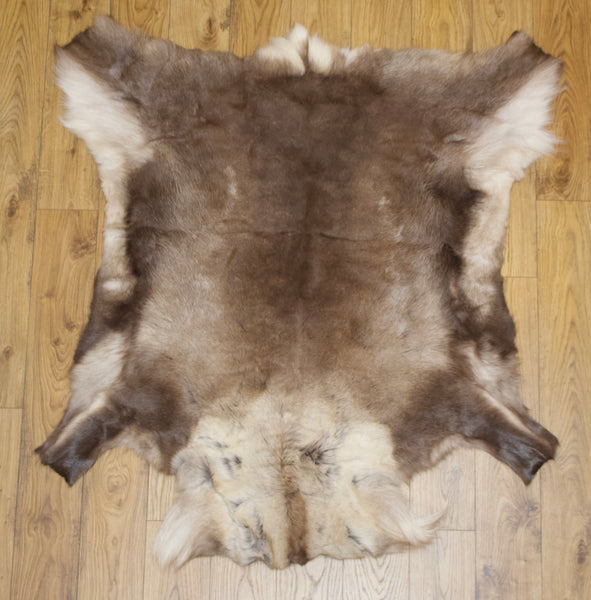 Hanlin Large Reindeer Hide - Dark (1)