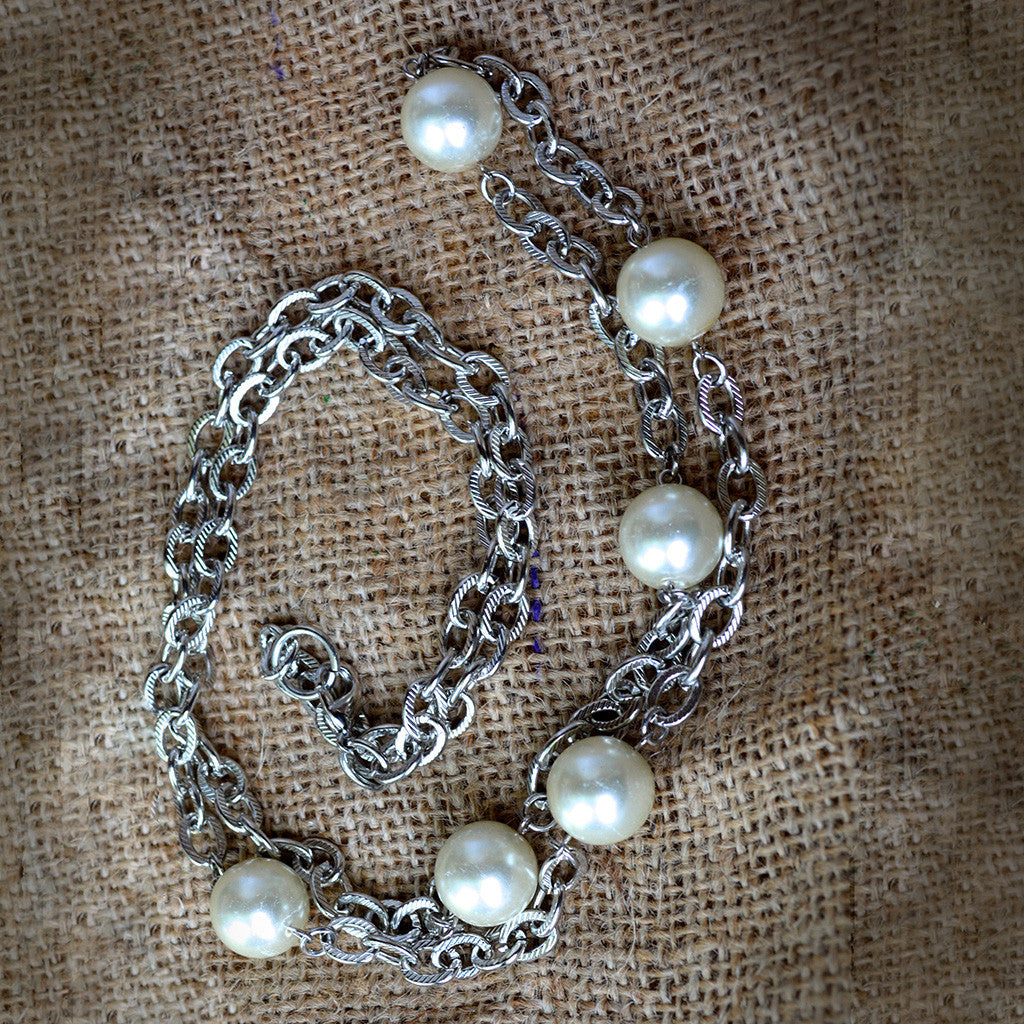 Chainy Pearl Necklace