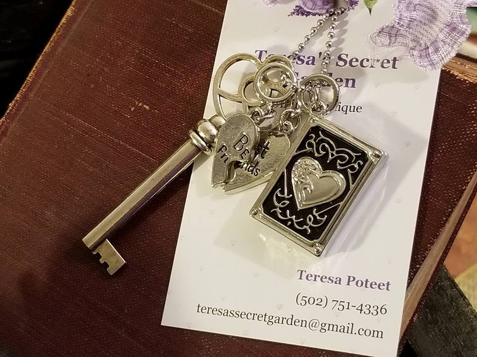 Large Heart Swirl Skeleton Key/Photo Locket Heart Frame/Best Friends Charms/36 Inch Chain Necklace