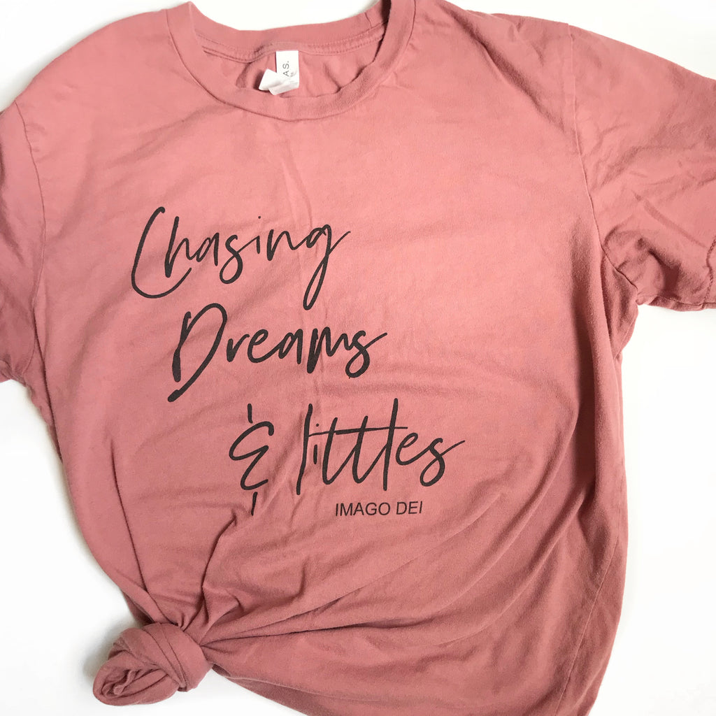 Chasing dreams and littles - Adult Mauve Tee
