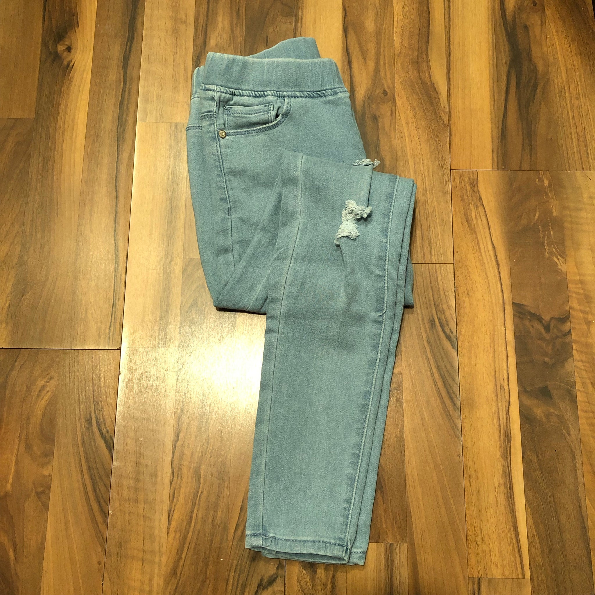 Destroyed Light Denim Jegging