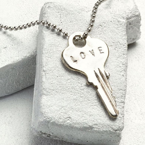 "The Giving Keys | CLASSIC BALL CHAIN KEY NECKLACE ""LOVE"" SILVER"