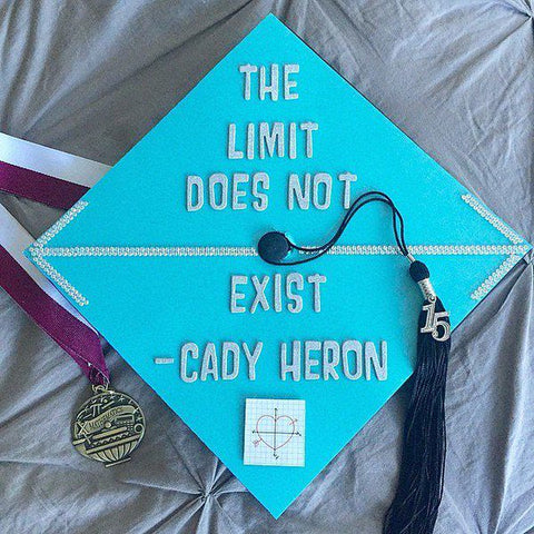 graduation caps, graduation cap, graduation fails, hilarious fails, graduation cap ideas, creative graduation caps, how to make a graduation cap, custom graduation cap, graduation cap custom