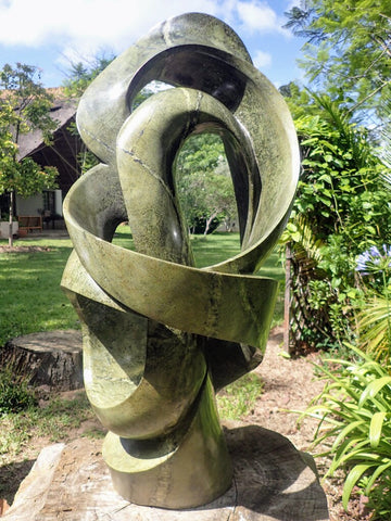 abstract beeld in steen, tuinbeeld in natuursteen, Willard Bopoto,kunst Zimbabwe