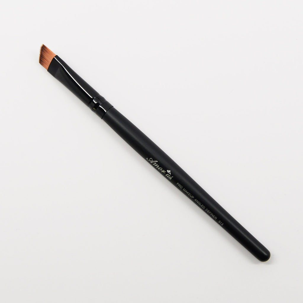 Amor Us Angled Definer Eye Brush