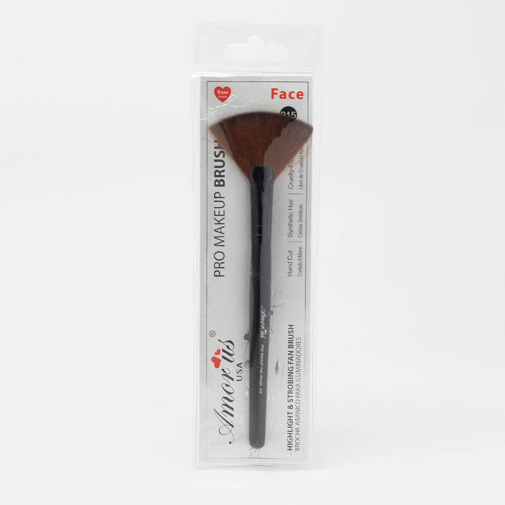 Amor Us Highlight and Strobing Fan Brush