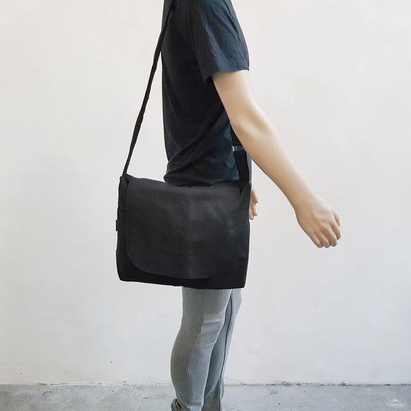 Canvas Messenger 009 - Black