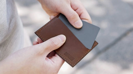 5 ways to use your slim card sleeve wallet