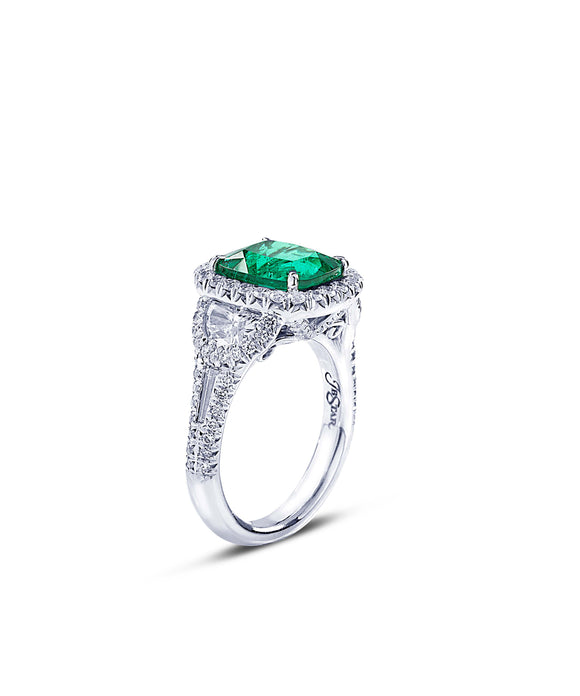 Vivid emerald and diamond ring