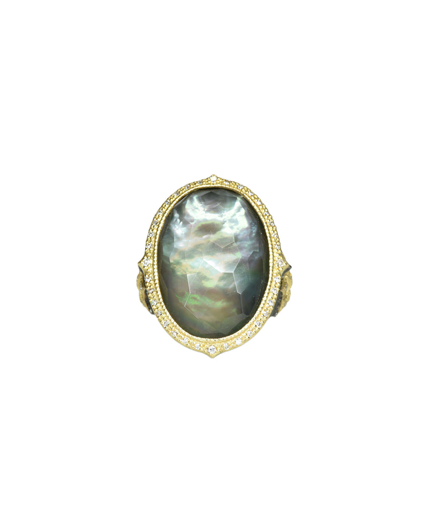 Oval ring with green mother of pearl