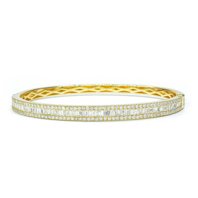 Yellow gold bangle with baguette diamonds