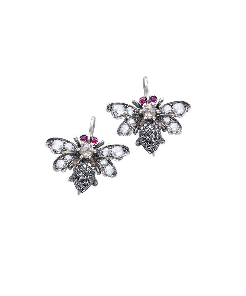 Bee earrings in white gold