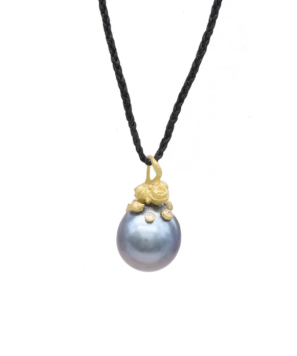 Pearl Pendant with flowers top