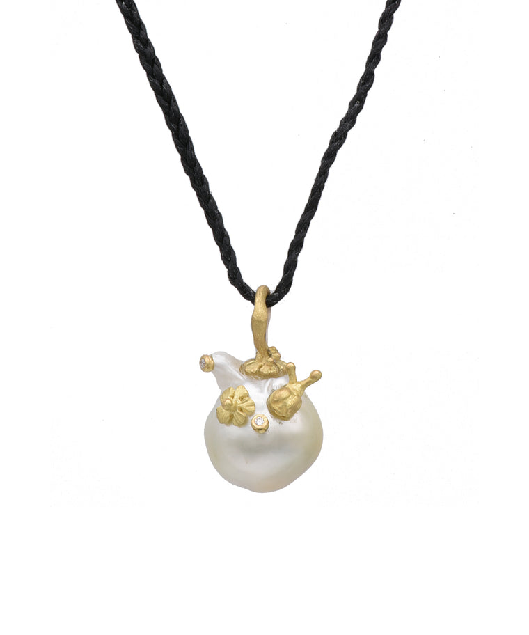 Baroque Pearl Pendant with Snail