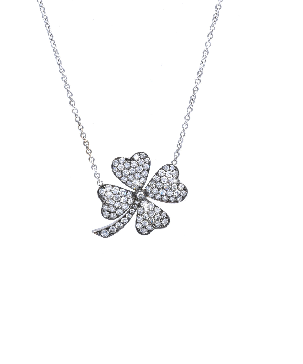 Clover pendant in white gold
