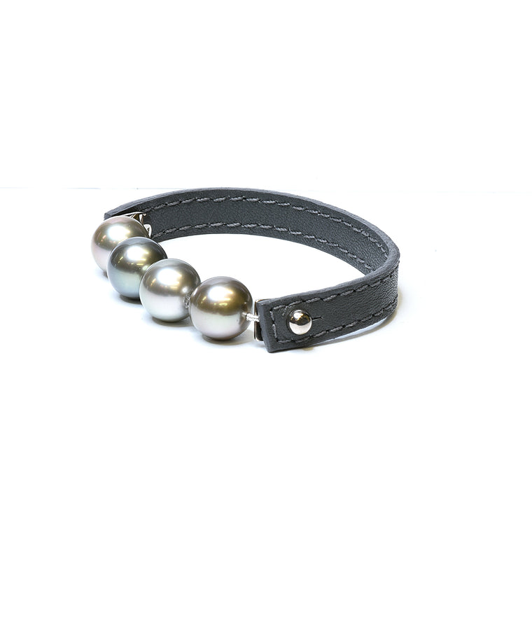 Tahitian pearl bracelet on leather