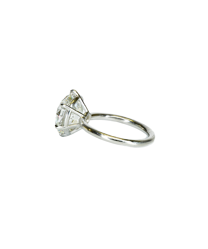 Extraordinary Old European cut diamond solitaire